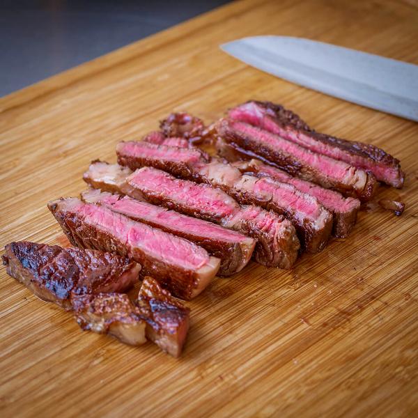 Wagyu Beef Rib Eye BMS 6-8 online kaufen - Dieses premium Wagyu Steak mit intensivster Marmorierung ist der Favorit aller Roastbeef