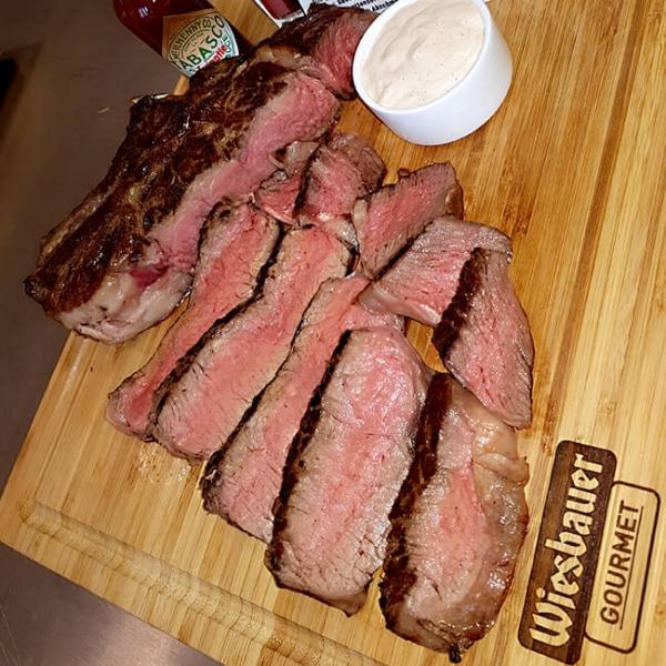 Cultbeef Prime Rib Steak fertig zubereitet