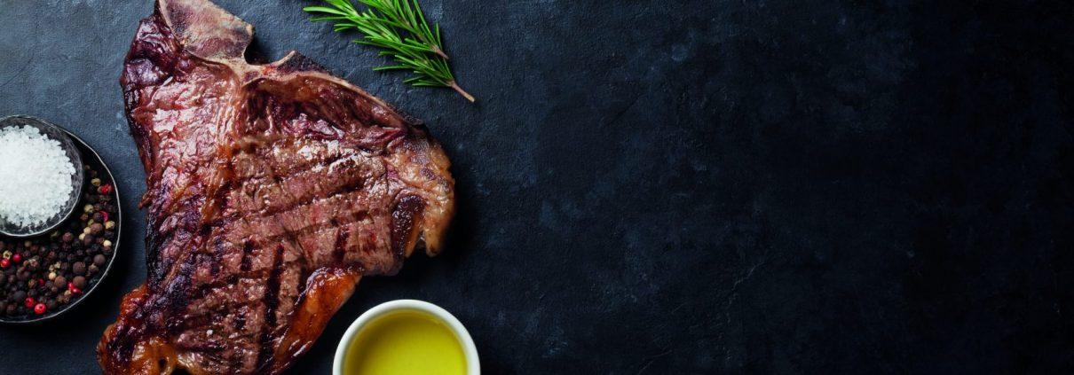 steakgenuss, Die sieben Tricks zum Steakgenuss ➤ Wiesbauer Gourmet Online Shop! Gutes Steak braucht neben der richtigen Qualität auch die richtige Zubereitung. Mit diesen sieben Tricks gelingt das perfekte Steak auch ganz einfach Zuhause ➤ Zimmertemperatur, Salzen, Grillen, Würzen, Öl, Kerntemperatur, Rasten lassen!