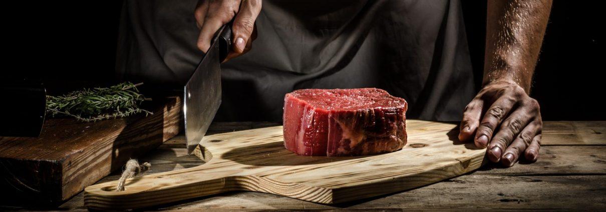 Steak gesund und macht schlank ➤ von Wiesbauer Gourmet online kaufen. Wer abnehmen möchte, muss auf ein leckeres, saftiges Steak keineswegs verzichten. Zwar gelten Hähnchen und Pute als das Diät-Fleisch schlechthin, doch auch beim Rind gibt es magere Stücke, die fast genauso fettarm sind wie Geflügel. Hier alle Infos!