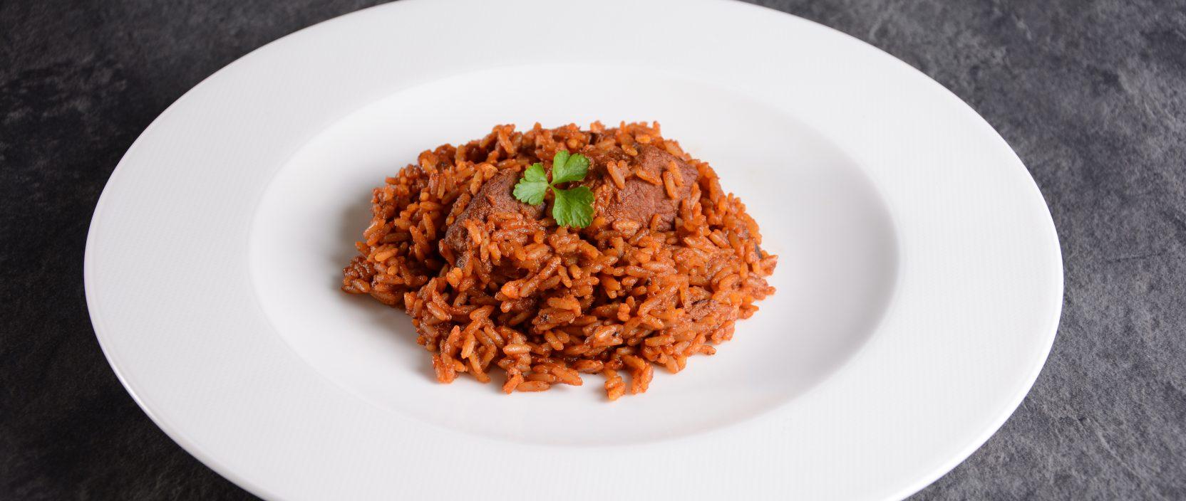 Rezept: Reisfleisch aus Durocschulter, Wiesbauer Gourmet Fleisch Online Shop. 600 g Duroc Schweineschulter, Zu Beginn den Zwiebel und Knoblauch würfelig schneiden und in einem Topf mit Öl goldbraun anbraten, anschließend Tomatenmark mitrösten ...