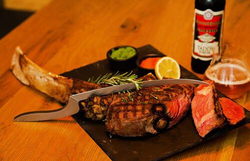 A different kind of steakhouse - Wenn Steakessen zum Erlebnis wird! Tomahawk