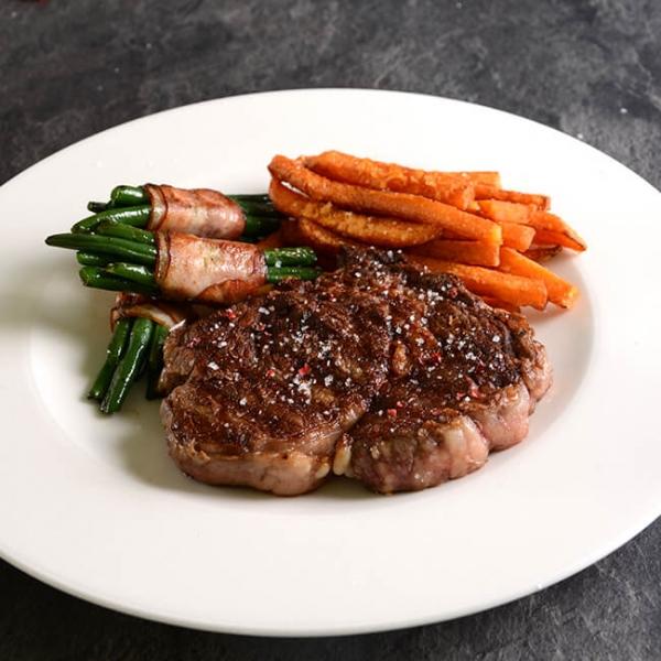 Rinder Ribeye USA fertig zubereitet. Ribeye Steak aus den USA kaufen