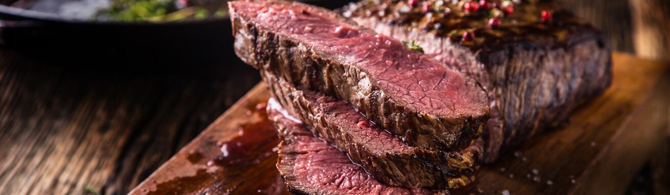 Rindersteak online kaufen ✓ RibEye Steaks ✓ T-Bone ✓ Tomahawk ✓ Porterhouse ✓ Rumpsteaks ✓ Hüftsteaks ✓ Flanksteaks, uvm online bestellen. Schnell geliefert