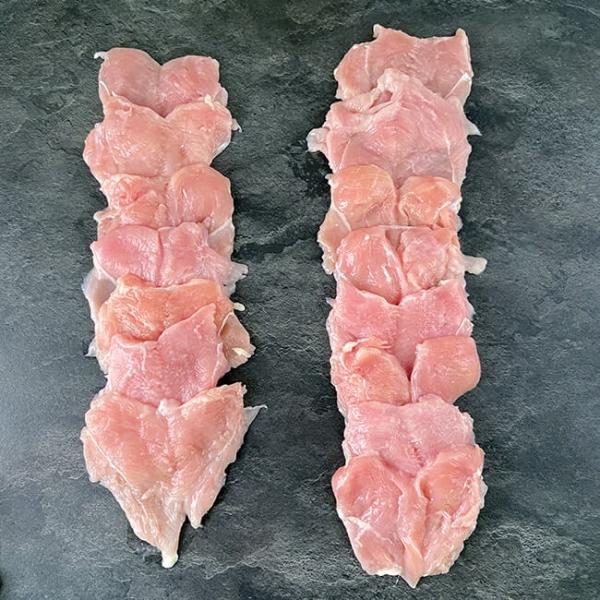 Hühnerschnitzel geplättet 140 g. 15 Stk 2100 g ➤ Hühnerschnitzel kaufen - Hühnerbrust geschnitten. Mageres Fleisch, sehr feinfaserig und fettarm.