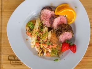 Olvahh´s Kalbsfilet mit gegrilltem weißen Spargel und Erdbeer-Orangen-Vinaigrette
