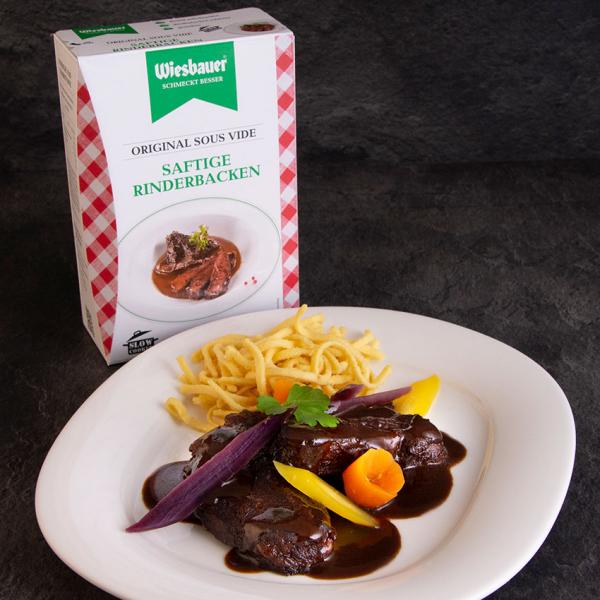 Rinderbacken Sous Vide von Wiesbauer, vorgegart & gelingsicher online kaufen. Saftige Rinderbacken online bestellen. Sous Vide Rinderbacken in wenigen Minuten servierfertig.