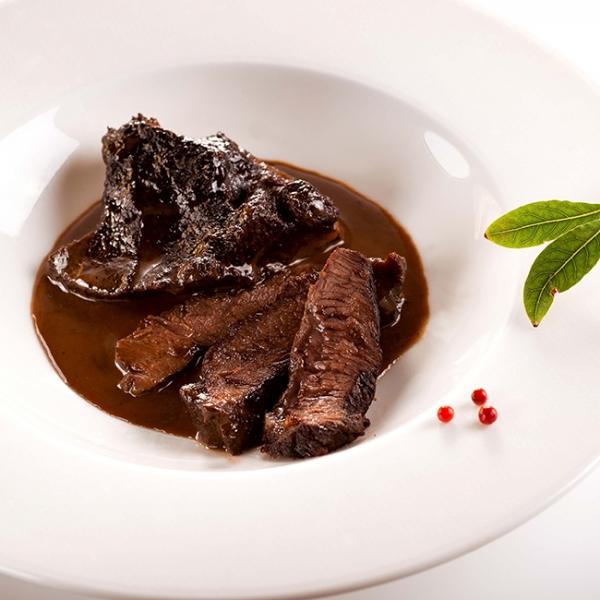 Saftige Rinderbacken 280 g kaufen ➤ gelingsischere, saftige Rinderbacken kaufen bei Wiesbauer. Sous-vide Rinderbacken, servierfertig in nur wenigen Minuten.