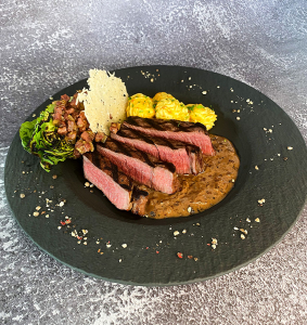 Devo´s Rinderfilet vom Grill mit Portwein-Pfeffersauce und Herzogin-Kartoffeln